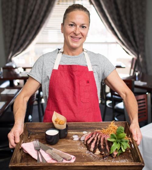 chef-jeanie-wood-tray-steak-500px